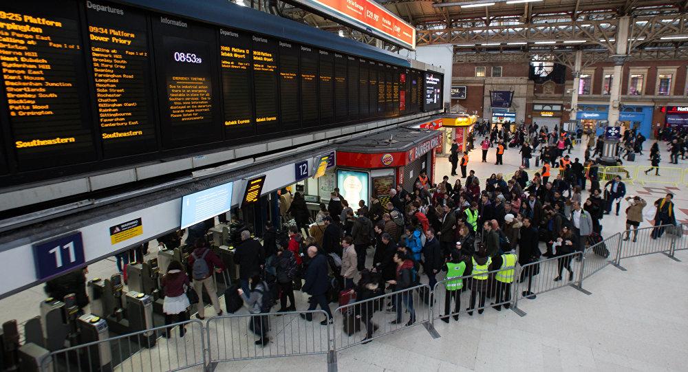 محطة قطارات فيكتوريا في لندن