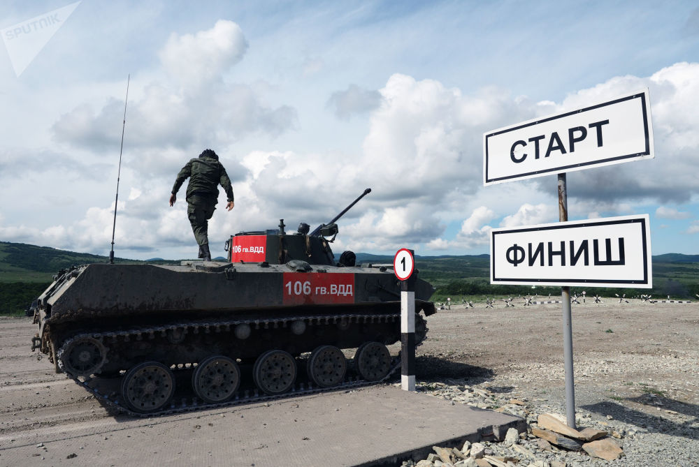 مدرعة بي ام دي-2 (سيارة قوات الإنزال القتالية) خلال مسابقة فريق الإنزال-2017 في الحقل العسكري راييفسكي في نوفوروسييسك، روسيا