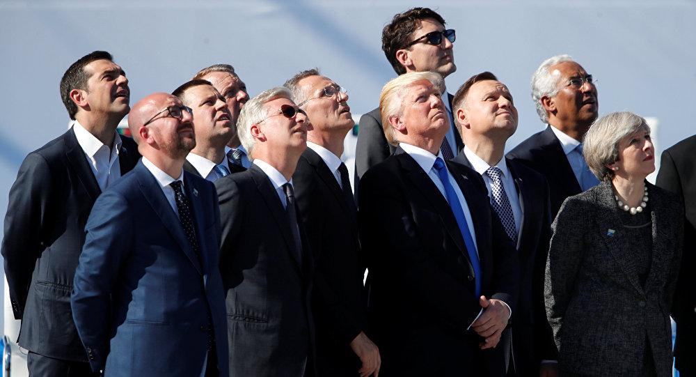 زعماء الناتو يشاهدون عرضًا للطائرات