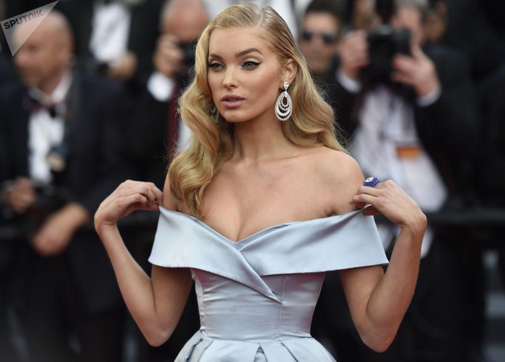 عارضة أزياء السويدية إليزا هوكس خلال مهرجان كان السينمائي في فرنسا