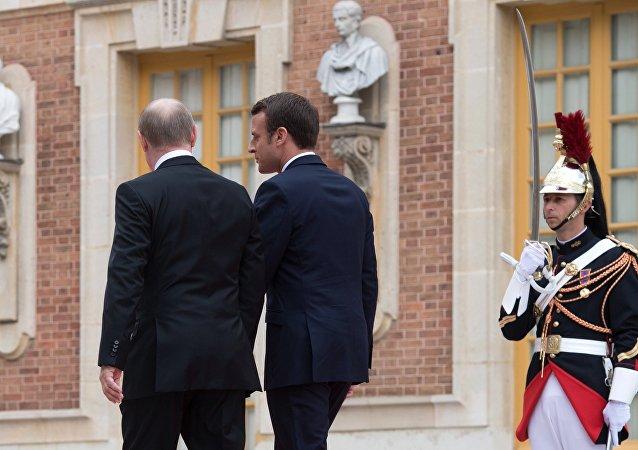 الرئيس الروسي فلاديمير بوتين والرئيس الفرنسي إيمانويل ماكرون في باريس