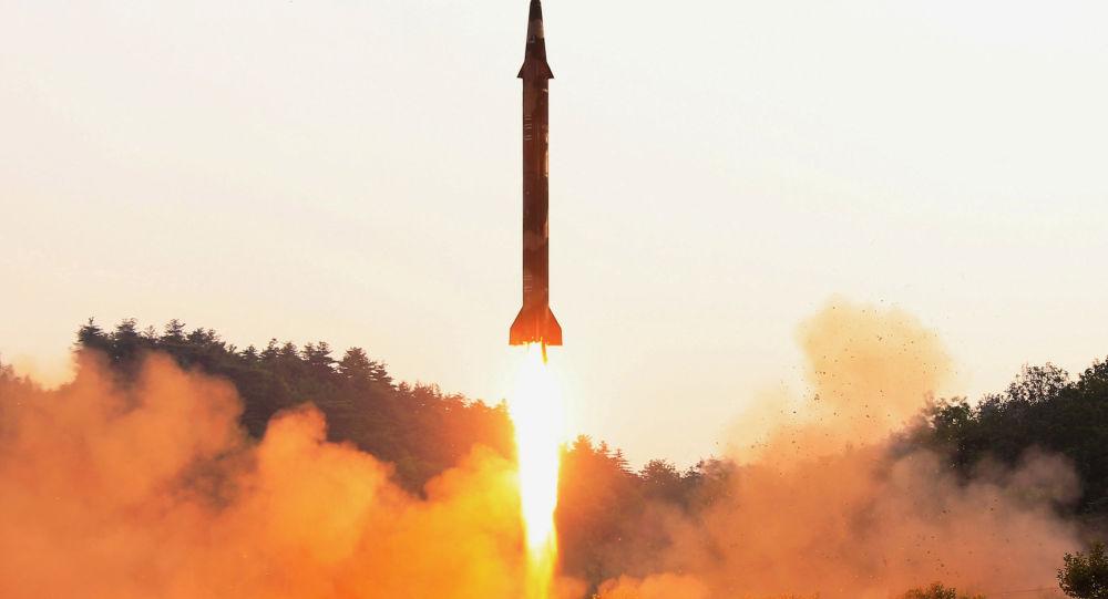 أكدت وكالة الأنباء الكورية الشمالية (كونا) اليوم الثلاثاء أن بيونغ يانغ أكدت أن إطلاق صاروخ باليستي كان ناجحًا، وذلك بعد يوم واحد من سقوط قذيفة في المياه القريبة من اليابان، 30 مايو/ آيار 2017