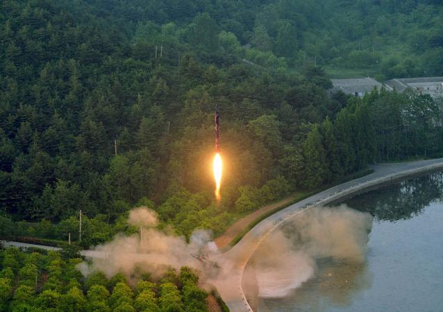 أكدت وكالة الأنباء الكورية الشمالية (كونا) اليوم الثلاثاء أن بيونغ يانغ أكدت أن إطلاق صاروخ باليستي كان ناجحًا، وذلك بعد يوم واحد من سقوط قذيفة في المياه القريبة من اليابان.
