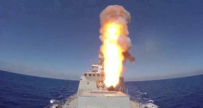 الفرقاطة الروسية أميرال إيسين تضرب بصواريخ كاليبر بالقرب من تدمر