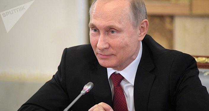 الرئيس الروسي فلاديمير بوتين يتحدث إلى الصحفيين خلال مؤتمر بطرسبورغ الاقتصادي
