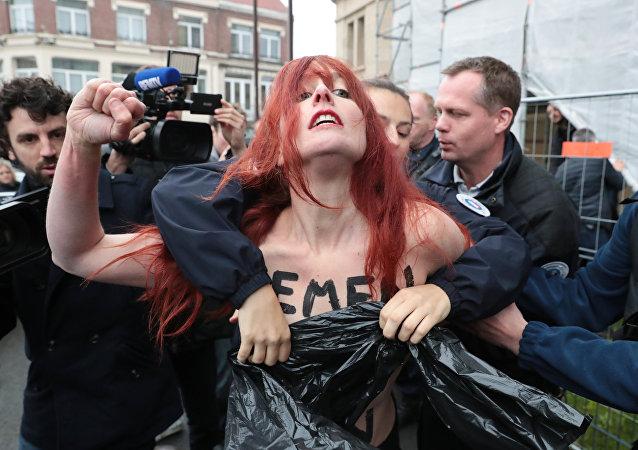 حركة قوة الفنانون الصادمة في احتجاج ضد العنف الجاري ضد المرأة