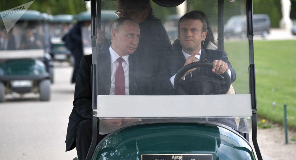 الرئيس الروسي فلاديمير بوتين والرئيس الفرنسي إيمانويل ماكرون في فيرسال، فرنسا
