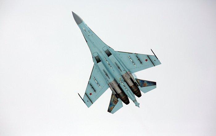 """""""سو-27"""" تعترض طائرة استطلاع أمريكية فوق البحر الأسود"""
