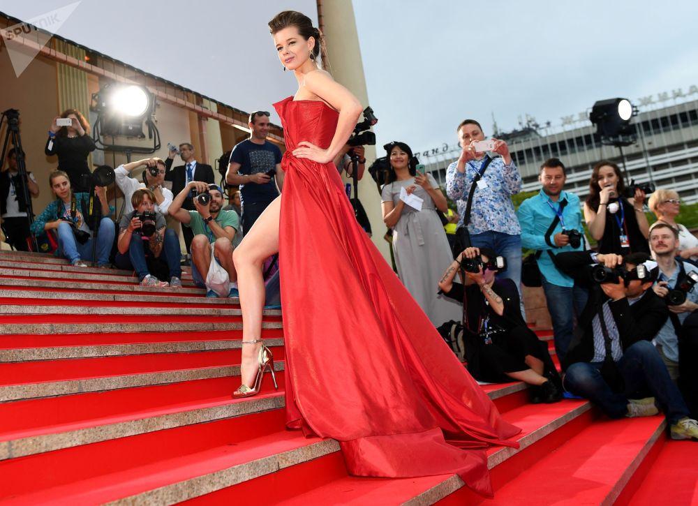 الممثلة الروسية يكاتيرينا شبيتسا خلال مراسم افتتاح المهرجان السينمائي كينوتافر-2017 في مدينة سوتشي، روسيا