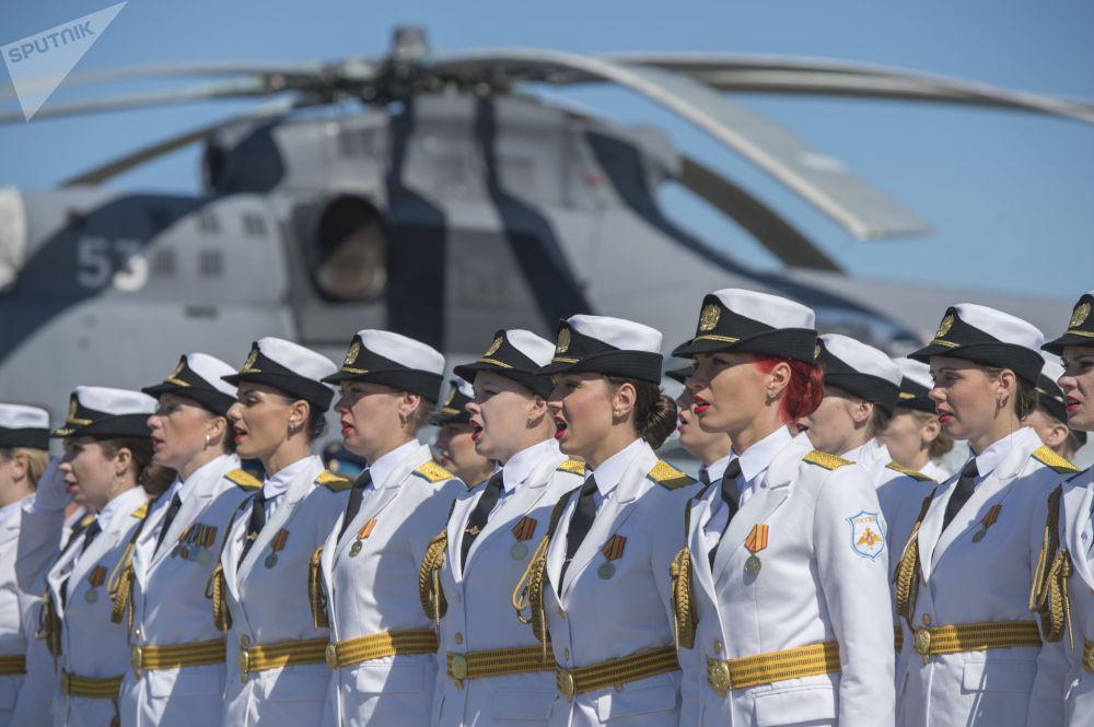 العرض العسكري النسائي بمناسبة الذكرى الـ 75 لتأسيس القوات العسكرية الجوية وقات الدفاع الجوي الروسية