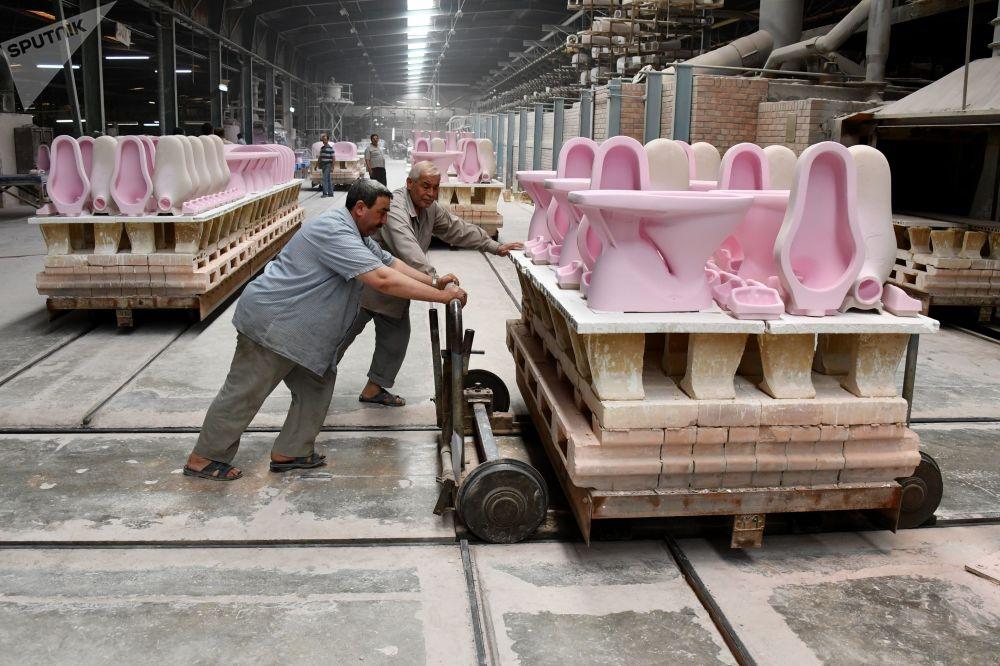 مصنع السيراميك في مدينة حماة، سوريا