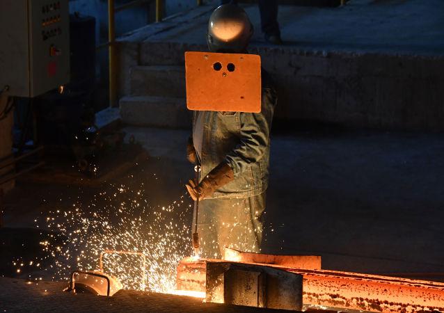 مصنع المعادن