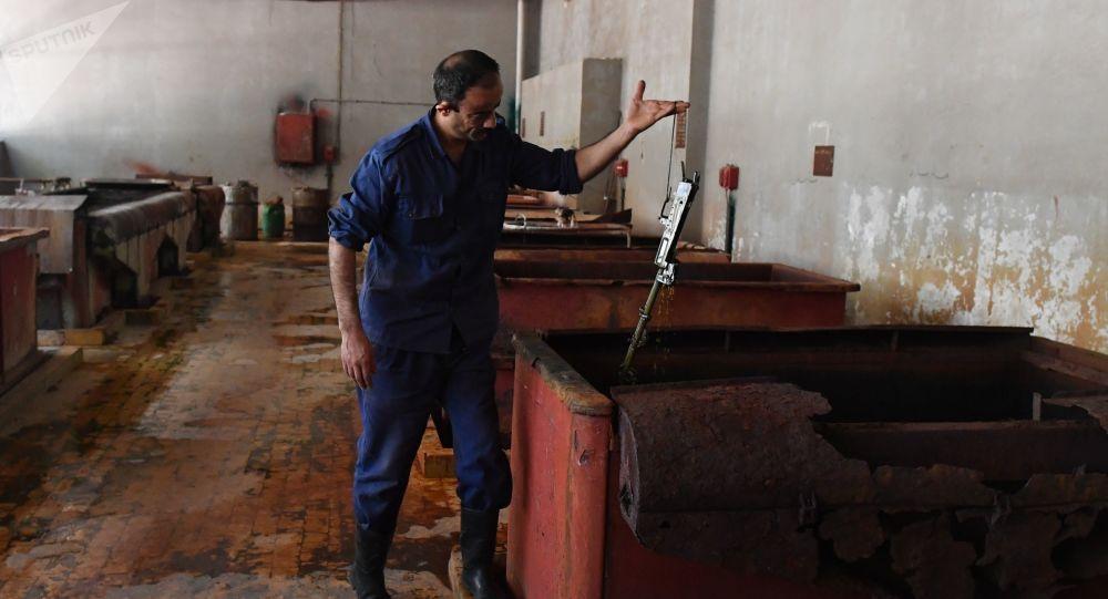 مصنع لإنتاج وإصلاح البنادق والمدافع في محافظة حماة، سوريا