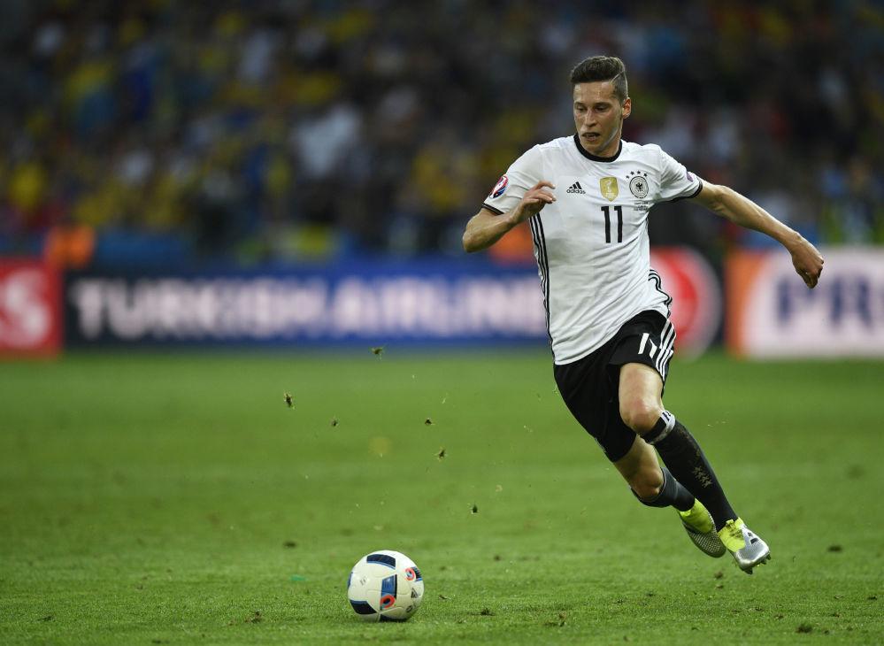 لاعب كرة القدم الألماني جوليان دراكسلر، ويلعب في نادي باريس سان جيرمان الفرنسي