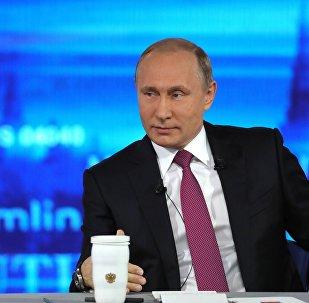 الرئيس الروسي فلاديمير بوتين خلال الإجابة على أسئلة المواطنين، البث المباشر، 15 يونيو/ حزيران 2017