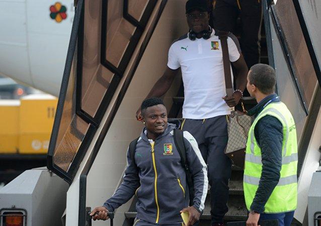 لاعبي المنتخب الكاميروني لحظة وصولهم الى روسيا