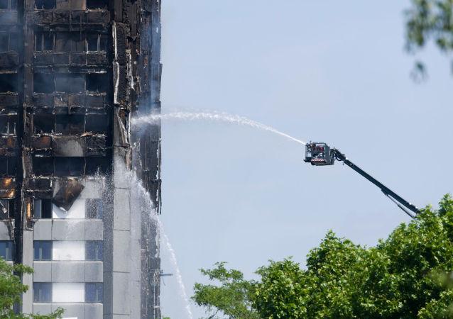برج غرينفل تاور بعد الحريق في لندن