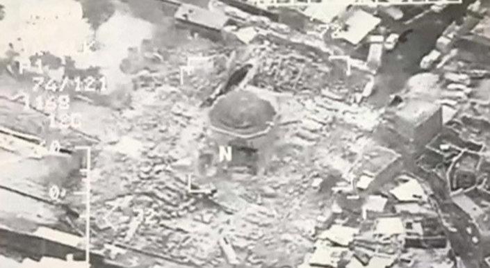 لحظة تفجير جامع النوري في الموصل