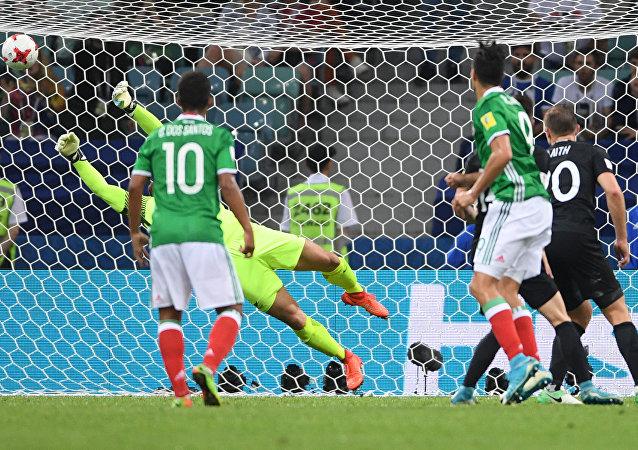 مبارة المنتخبين المكسيكي و النيوزيلاندي في كأس القارات