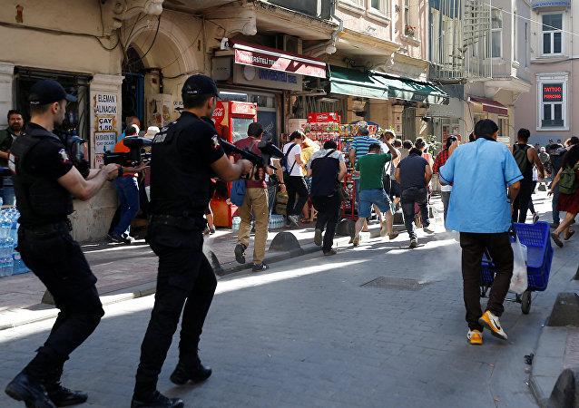 الشرطة تفرق مسيرة المتحولين جنسيا في إسطنبول