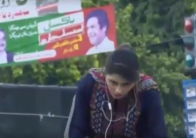 وفاة مذيعة باكستانية على الهواء مباشرة