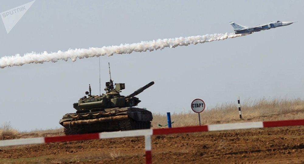 سو-24  خلا بياتلون دبابات وهجوم سوفوروف في منطقة فولغوغراد، روسيا