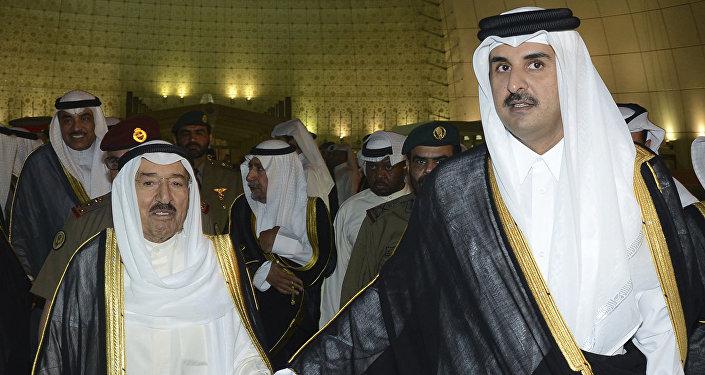 أمير قطر الشيخ تميم بن حمد آل ثاني وأمير الكويت صباح الأحمد الجابر الصباح في الدوحة، قطر 7 يونيو/ حزيران 2017