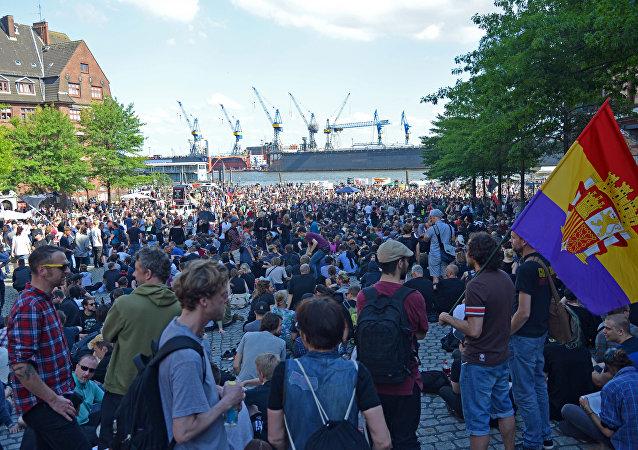 تجمع المتظاهرين في هامبورغ قبل بدء اجتماع قمة العشرين