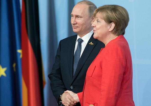 قمة مجموعة العشرين في هامبورغ، ألمانيا -  الرئيس الروسي فلاديمير بوتين يلتقي بالمستشارة الألمانية أنجيلا ميركل، 7 يوليو/ تموز 2017