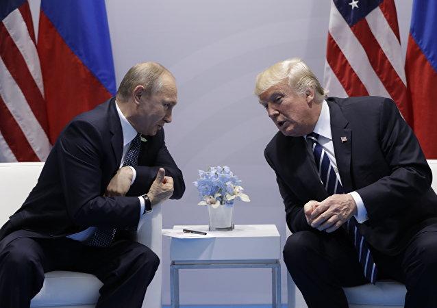 الرئيس فلاديمير بوتين والرئيس الأمريكي دونالد ترامب