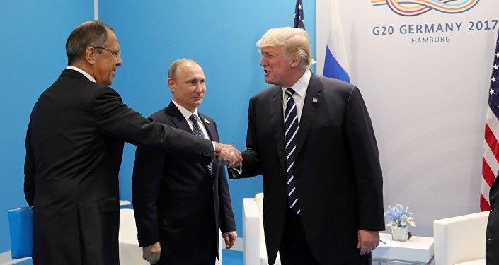 بوتين ولافروف وترامب خلال لقاء قمة العشرين في هامبورغ