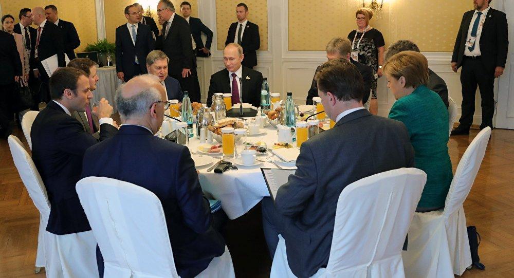 اجتماع بوتين و ماكرون و ميركل