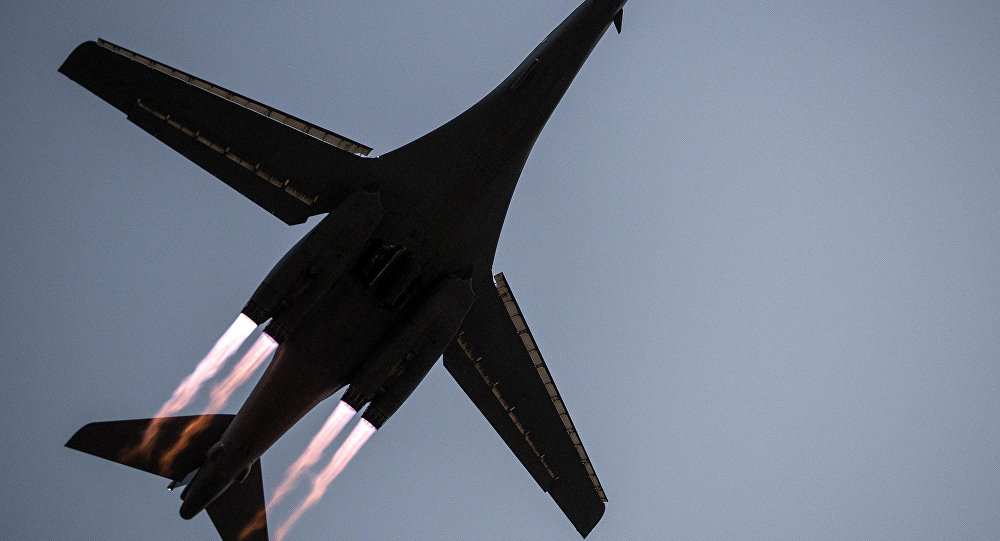 طائرة تنطلق من قاعدة العيديد الأمريكية في قطر