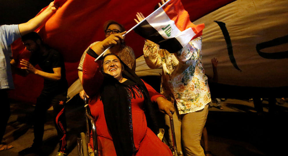 مواطنون عراقيون يحتفلون بتحرير الموصل، العراق 9 يوليو/ تموز 2017
