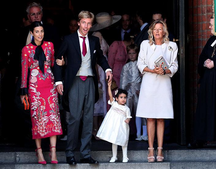 حضور الضيوف قبل بدء مراسم عقد قران الأمير إرنست أوغسطس أمير هانوفر والأميرة يكاتيرينا أميرة هانوفر في الكنيسة، وسط ألمانيا، في 8 يوليو/ تموز 2017