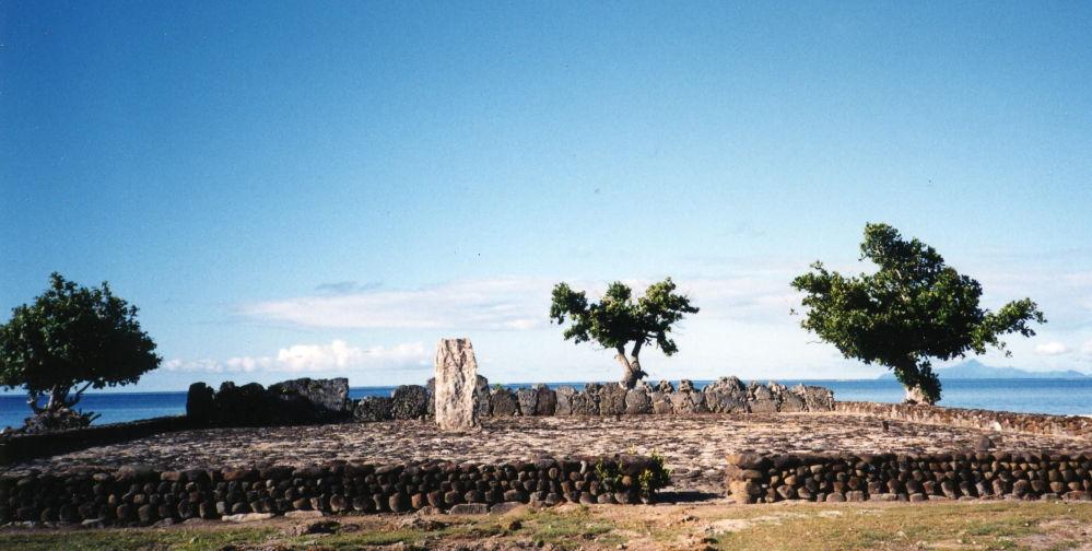 ماراي بوتابواتيا، وهي أماكن كانت شيدت للعبادة وممارسة الطقوس الدينية قديما على جزيرة راياتيا، تعود إلى مجتمع بولينيزيا الفرسنية في المحيد الهادي (مجموعة جزر أو أراضي ما وراء البحار التابعة لفرنسا) أعيد ترميمها في عام 1994