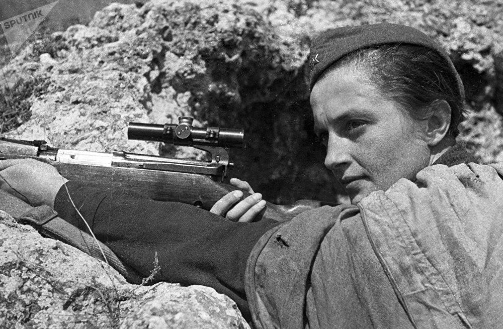 القناصة ليودميلا بافليتشينكو خلال الحرب الوطنية العظمى