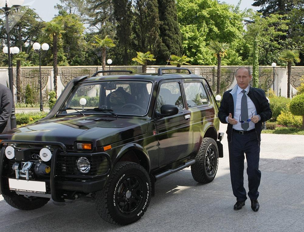 بوتين وسيارته نوفا