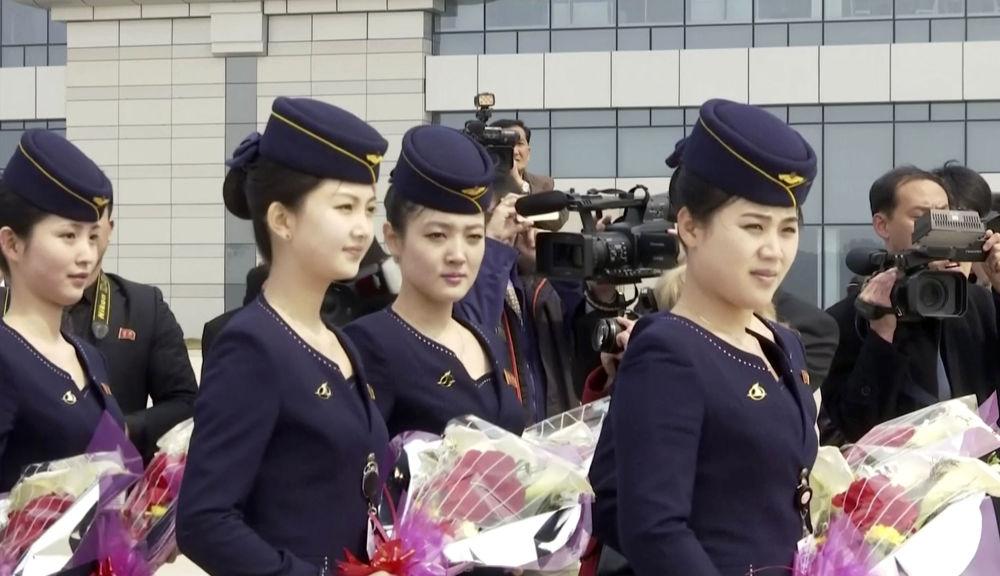 مضيفات الطيران الكوري الشمالي آير كوريو (Air Koryo) في بيونغ يانغ