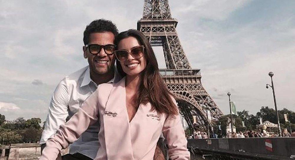 داني ألفيس و زوجته