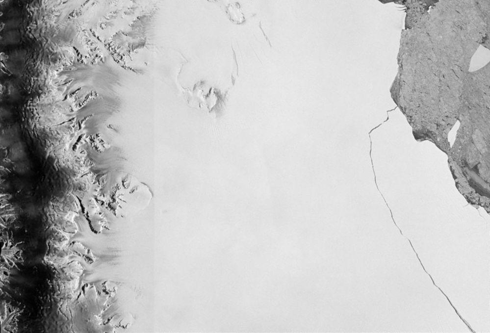 قطعة ضخمة من الجبل الجليدي، مساحته حوالي 6 آلاف كم مربع، ينشق من منصة الجبل الجليدي لارسن س (Larsen-C) هذا الشهر، 12 يوليو/ تموز 2017