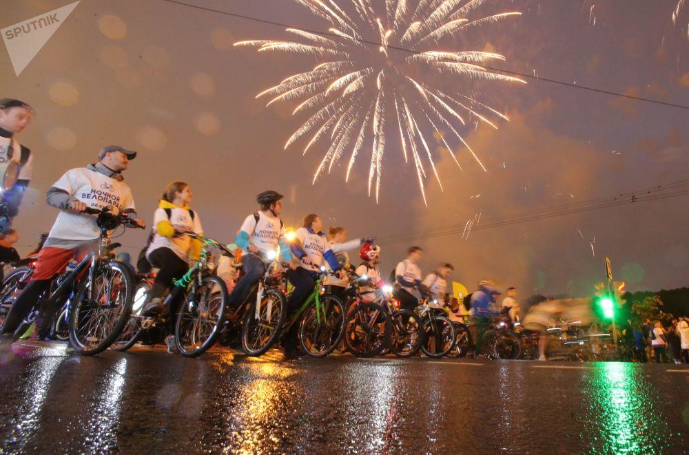 المشاركون في سباق الدراجات الحر في موسكو