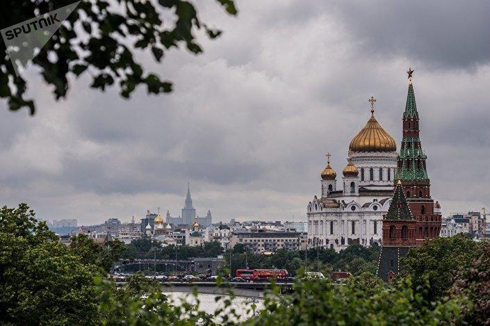موسكو - مشهد يطل على الكرملين وكتدرائية المسيح المخلص