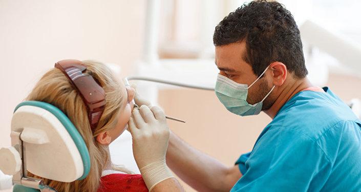 طبيب الأسنان