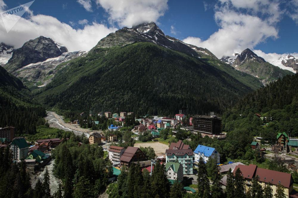 منتجع دومباي الجبلي في قراتشاي - تشيركيسيا شمال القوقاز، روسيا الاتحادية