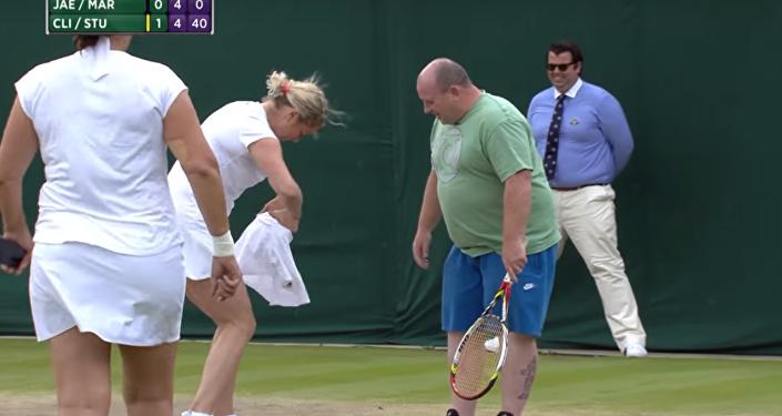 لاعبة تنس