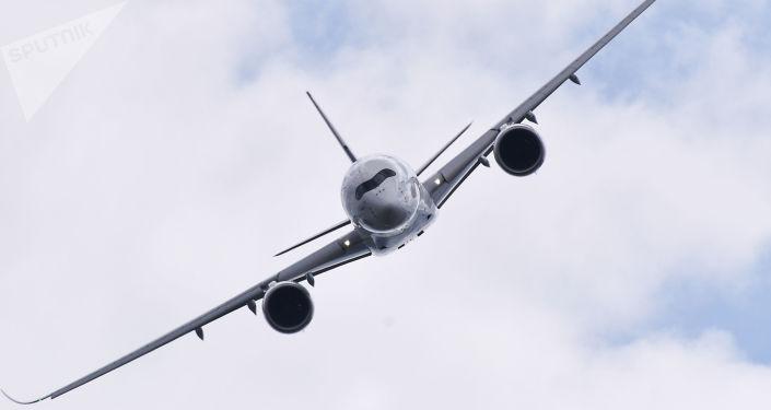 طائرة ركابآيروباص أ350 خلال عرض جوي في معرض الطيران الدولي ماكس-2017