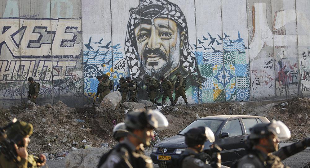 قوات الشرطة الإسرائيلية أثناء مواجهات مع الفلسطينيين عند حاجز قلنديا الفاصل بين القدس ورام الله، الضفة الغربية، فلسطين 19 يوليو/ تموز 2017