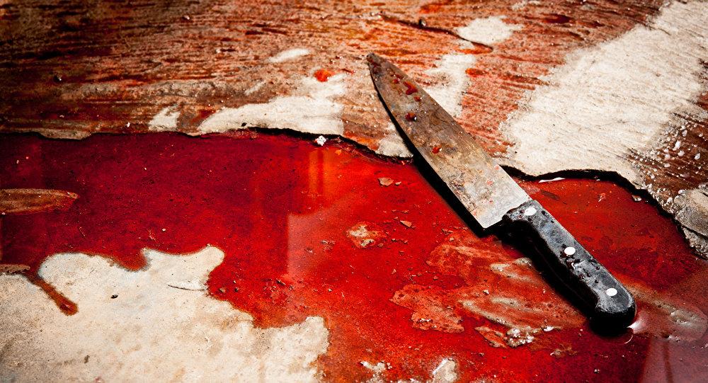 سكين ملطخ بالدماء