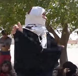 نساء الرقة يحرقن ملابسهن